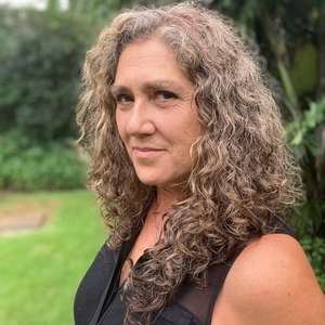 Anna Muylaert prepara filme sobre inversão de gêneros