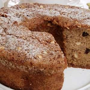 Café da manhã saudável e delicioso com o bolo de banana, ...