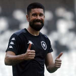 Com saída de Kalou, Ricardinho assume a camisa 8 do Botafogo