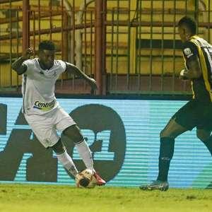 Chamusca explica mudança na lateral-esquerda do Botafogo: 'O Carioca vinha treinando muito bem'