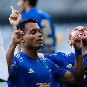 Com gol de Airton, Cruzeiro supera o favorito Galo no ...