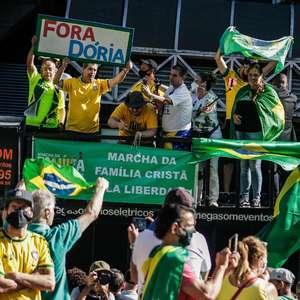 Bolsonaristas protestam contra proibição de missas e cultos