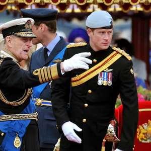 Príncipe Harry chega ao Reino Unido para funeral do avô Philip