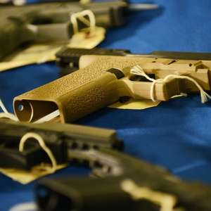 As armas caseiras legais e sem registro por trás de onda ...