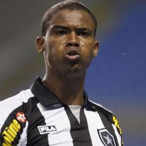 Sem clube, Maicosuel revela desejo de retornar ao Botafogo: 'Minha vontade é de poder ajudar'