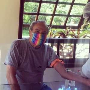 Vacinado contra covid-19, Stênio Garcia testa positivo