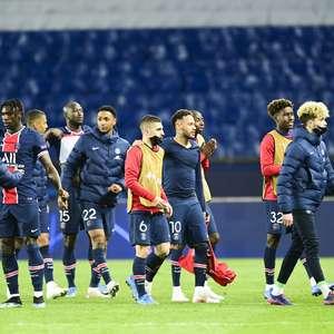 Neymar bota 3 na trave, mas PSG se vinga e elimina Bayern