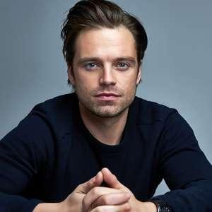Sebastian Stan mostra bumbum para divulgar novo filme
