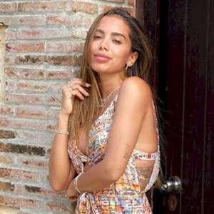 """Anitta pede em vídeo que fãs """"não confiem no Bolsonaro"""""""