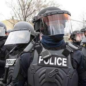Policial que matou jovem negro nos EUA pede demissão