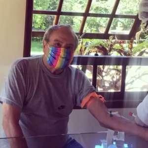 Stênio Garcia testa positivo para covid-19 após vacinação completa