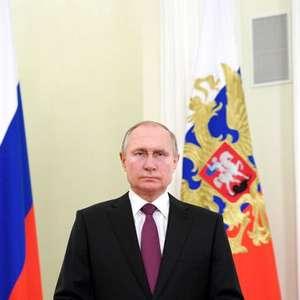 Putin toma 2ª dose e pede que russos se vacinem contra Covid