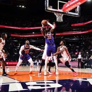 Ayton domina em vitória do Suns sobre Heat