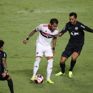 Daniel Alves na ala pode ser uma alternativa para o São ...
