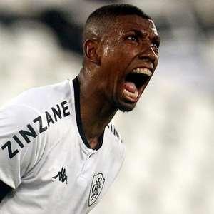 Kanu, do Botafogo, discute com torcedor: 'Você acha que ...