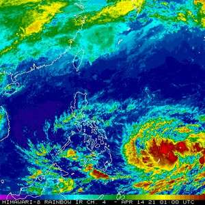 Tempestade tropical Surigae ganha força