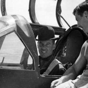 Como disfarçar seu avião secreto: Coloque um gorila pra ...