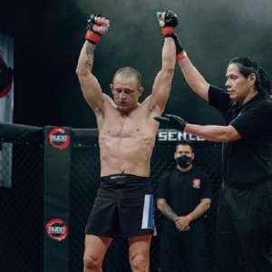 Brasileiro celebra nocaute em 16s contra ex-UFC e mira ...