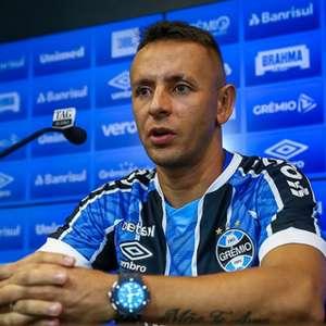 Após eliminação do Grêmio na Libertadores, torcedores do Flamengo 'não perdoam' Rafinha