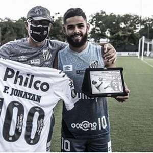 Felipe Jonatan recebe homenagem por 100 jogos com a ...