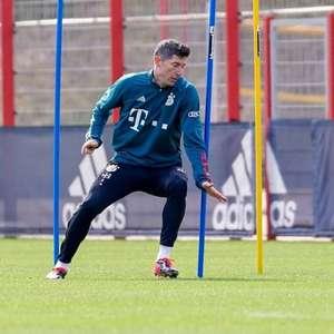 Lewandowski volta a treinar com bola após lesão