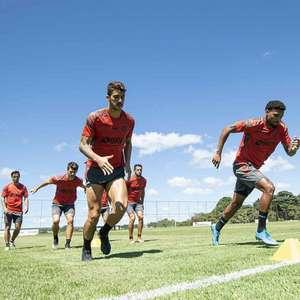 De olho no Vélez, Flamengo encara a Portuguesa em busca ...