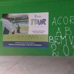 Muro do Palmeiras é pichado com cobranças a Abel ...