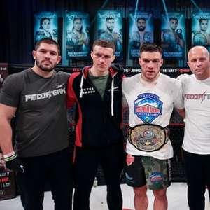 Vadim Nemkov vence Phil Davis, mantém cinturão e avança ...