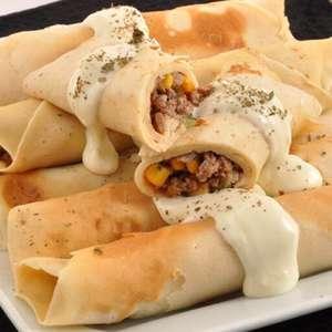 Panqueca de carne com requeijão para um almoço delicioso