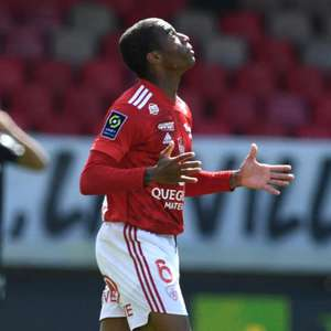Ex-Flamengo e Santos, Jean Lucas faz gol olímpico e é ...