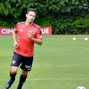 Hernanes volta a treinar com bola, mas não viaja ao Peru