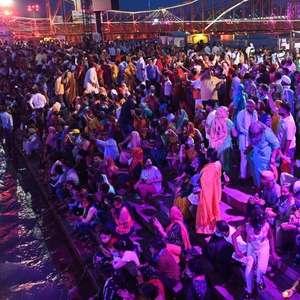 O festival religioso indiano que atrai multidões em meio ...