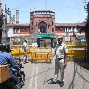 Em meio a disparada de casos, Nova Délhi anuncia lockdown