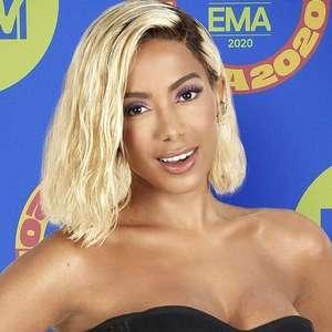 Anitta nega ter raspado o cabelo e fala sobre religião
