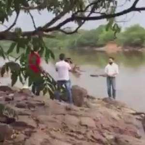 Candidato cai em rio durante gravação de programa eleitoral