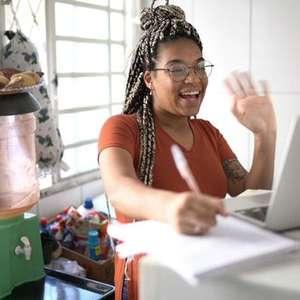 O dilema do jovem: como estudar, trabalhar e poupar?