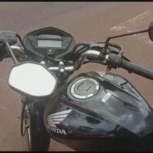 Após acidente, garupa foge com moto enquanto o condutor é socorrido pelo Siate
