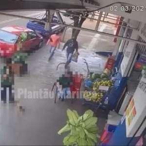 Vídeo: bandidos assaltam mercado em Maringá e dão de cara com a PM na fuga