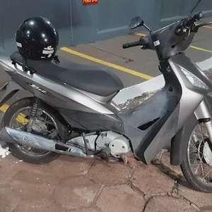 Rapaz é flagrado pelo Pelotão de Choque conduzindo moto furtada