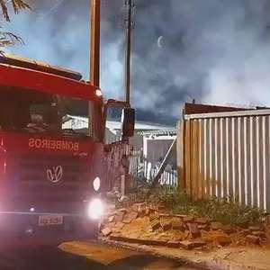 Mulher ateia fogo em colchão e incendeia residência no Interlagos