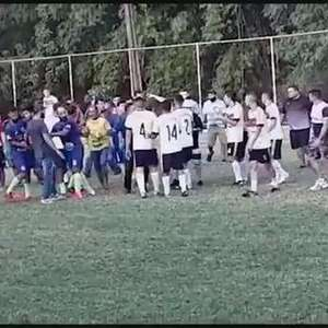 Jovem é assassinado a tiros dentro de quadra de futebol em Curitiba