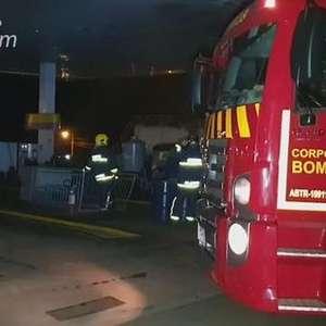 Bombeiros controlam princípio de incêndio em posto de combustíveis