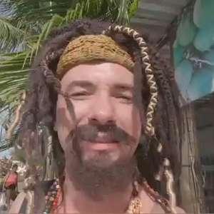 Mustafary chega a Salvador com o 'estômago do avesso'