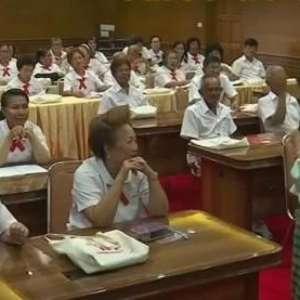 População idosa está voltando às escolas na Tailândia
