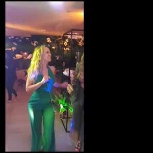 Eliana mostra samba no pé em festa de Natal antecipada com amigas. Vídeo!