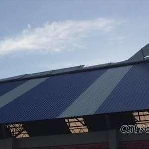 Cobertura de ginásio é danificada por fortes ventos em Cascavel
