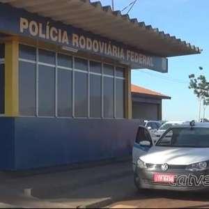 Taxista é preso transportando 27 quilos de maconha em fundo falso, na BR 277