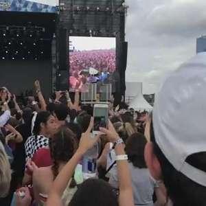 Iza faz show pop, dançante e poderoso no Lollapalooza