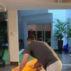 Filhos de Gusttavo Lima brincam em avião dentro de casa com o cantor. Vídeo!