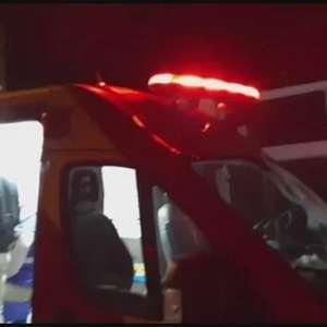 Motociclista se fere após atingir carro estacionado no Parque São Paulo